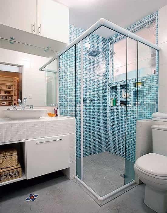 Box de Banheiro incolor temperado modelo canto 04 folhas com acabamento em alumínio branco, Produzido de Acordo com os Padrões de Segurança do INMETRO,