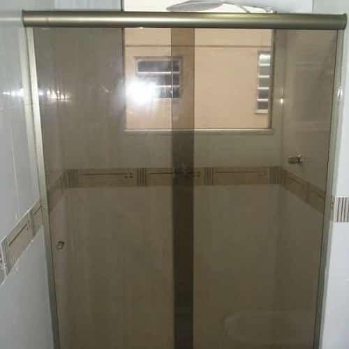 Box bronze de correr vidro temperado de 8 mm, com preços promocionais a pronta entrega. Perfis de acabamento em alumínio várias cores.