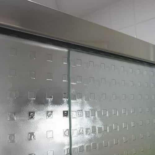Box quadrato de correr vidro temperado de 8 mm, com preços promocionais a pronta entrega. Perfis de acabamento em alumínio várias cores.