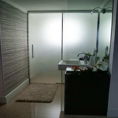 divisoria de vidro cozinha vidro temperado de 8 mm, com altura padrão de 1,90 cm, a pronta entrega. Várias opções de cores de acabamento com qualidade total. Dubox SP, o Box Certo pra Você