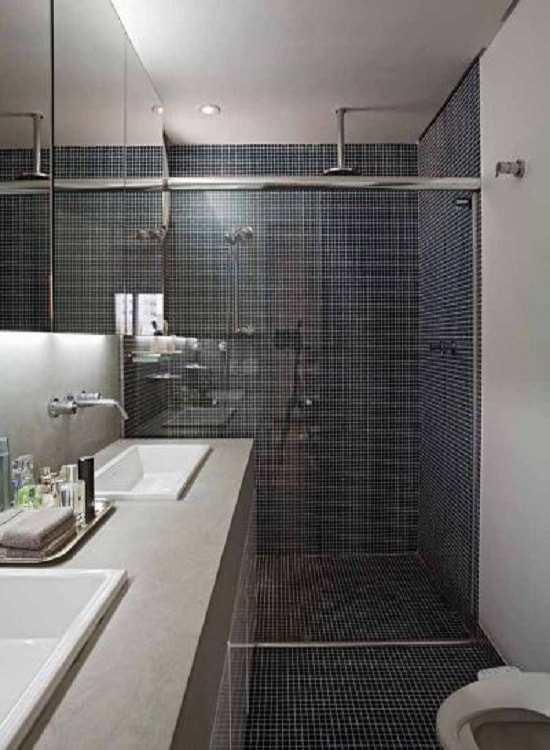 box banheiro vidro temperado de 8 mm, com perfil de acabamento em aluminio brilhante cromado, combinando com os demais acessórios do banheiro.