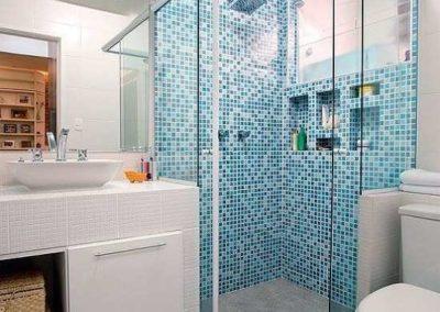 Box de banheiro modelo canto 04 folhas.Vidro temperado com acabamento em alumínio branco.