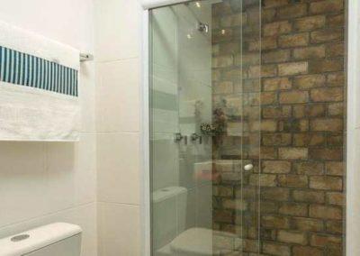 Box de vidro para banheiro com alumínio branco. Vidro temperado de 8 mm.