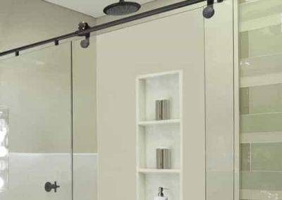 Box elegance modelo black com roldanas aparentes. Box de vidro a pronta entrega com garantia total de qualidade. Solicite um orçamento sem compromisso.