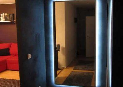 Espelho com iluminação modelo retangular. Box de vidro a pronta entrega com garantia total de qualidade. Solicite um orçamento sem compromisso.