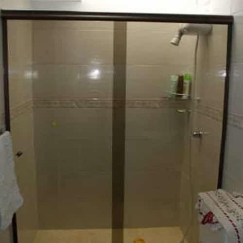 Box bronze frontal de correr de vidro temperado. Box de vidro a pronta entrega com garantia total de qualidade. Solicite um orçamento sem compromisso.