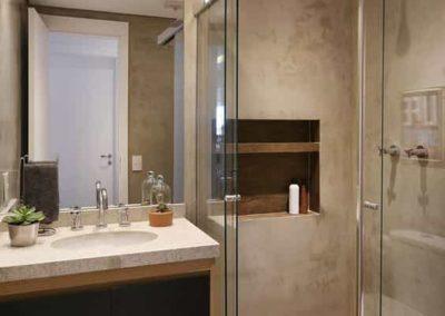 Bos para banheiro vidro incolor com kit brilhante. Box de vidro a pronta entrega com garantia total de qualidade. Solicite um orçamento sem compromisso.