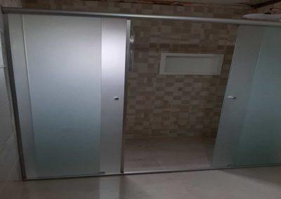 Box de vidro jateado 04 folhas temperado. Box de vidro a pronta entrega com garantia total de qualidade. Solicite um orçamento sem compromisso.
