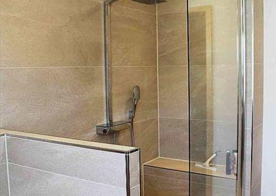 Box para banheiro no santa cecília vidro de 8 mm. Box de vidro a pronta entrega com preços promocionais e várias opções de perfil de acabamento.