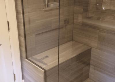 Box para banheiro porta pivotante Dubox sp. Box de vidro a pronta entrega com preços promocionais e várias opções de perfil de acabamento.