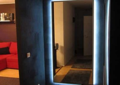 Espelho com iluminação de led na parte de traz. Espelho a pronta entrega para São Paulo e região metropolitana. Confira nossos preços.