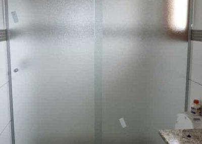 Box pontilhado frontal com vidro temperado. Box de vidro a pronta entrega com perfil de acabamento em alumínio várias opções cores.